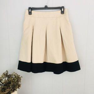BANANA REPUBLIC Flare skirt! Classy and cute!!